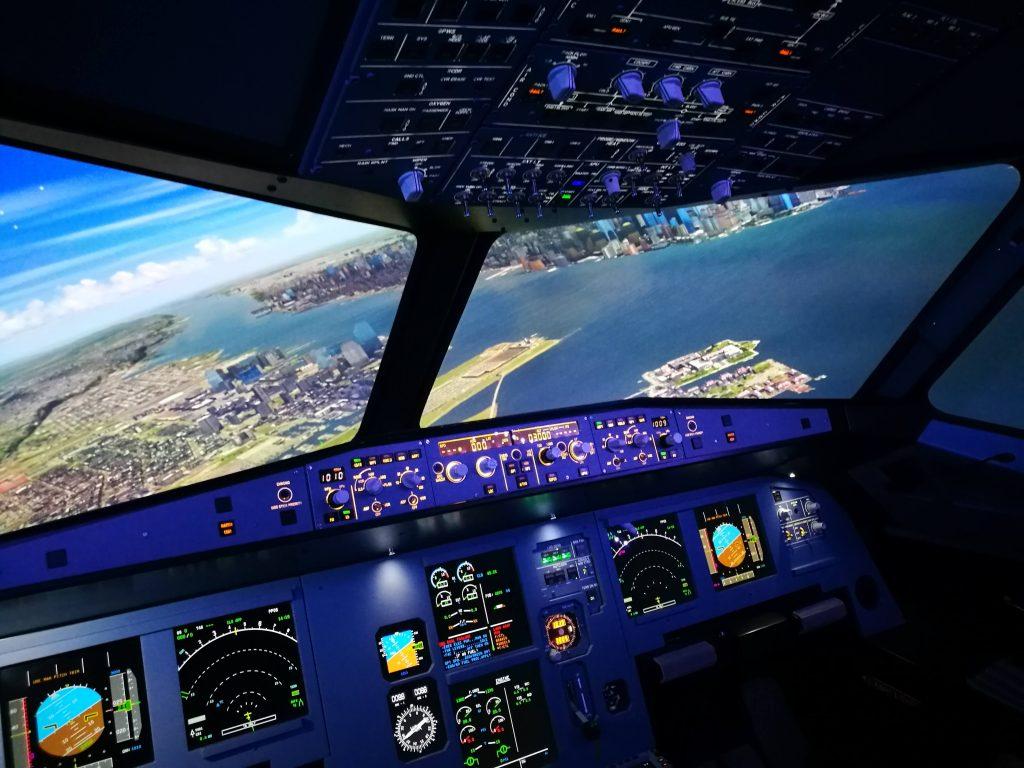 Sicht aus dem A320 Flugsimulator Cockpit.