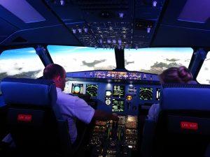 Im A320 Flugsimulator durch die Woken fliegen.
